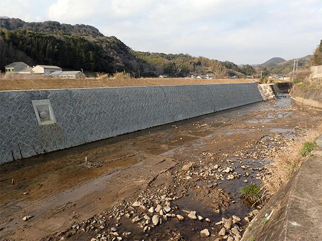 H27二級河川鯉名川(護岸工)