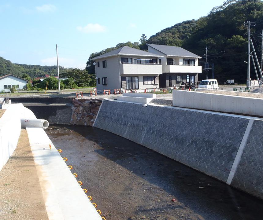 H26  二級河川鯉名川(占用橋下部工)